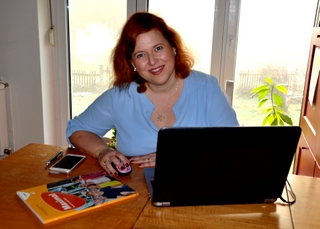 Greta v pisarni